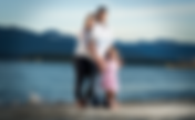 Famille blancs bord océan montagne