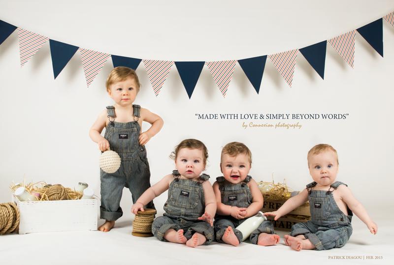 4 bébés blancs en salopette bleu