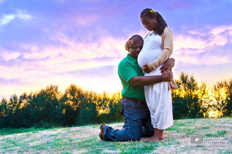mari genou tête ventr femme enceinte