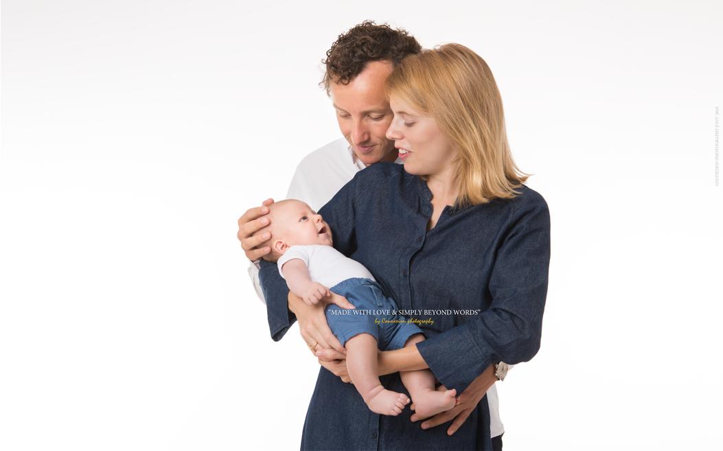 Famille blanche avec leur bébé