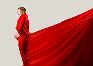 Femme enceinte vêtu drap rouge