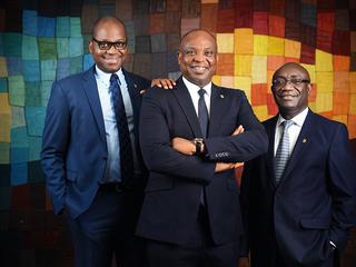UNE SÉANCE PHOTO AVEC LES DIRIGEANTS DE DIAMOND BANK AFRIQUE DE L'OUEST.
