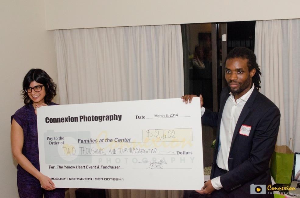 Remise du chèque du foundraising organisé à l'ouverture du studio Connexion Photography à Vancouver