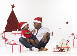 Famille noirs papa enfant à noel