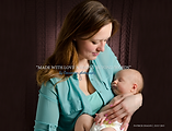 bébé contre poitrine maman
