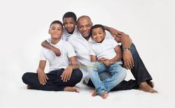 Famille d'hommes noirs