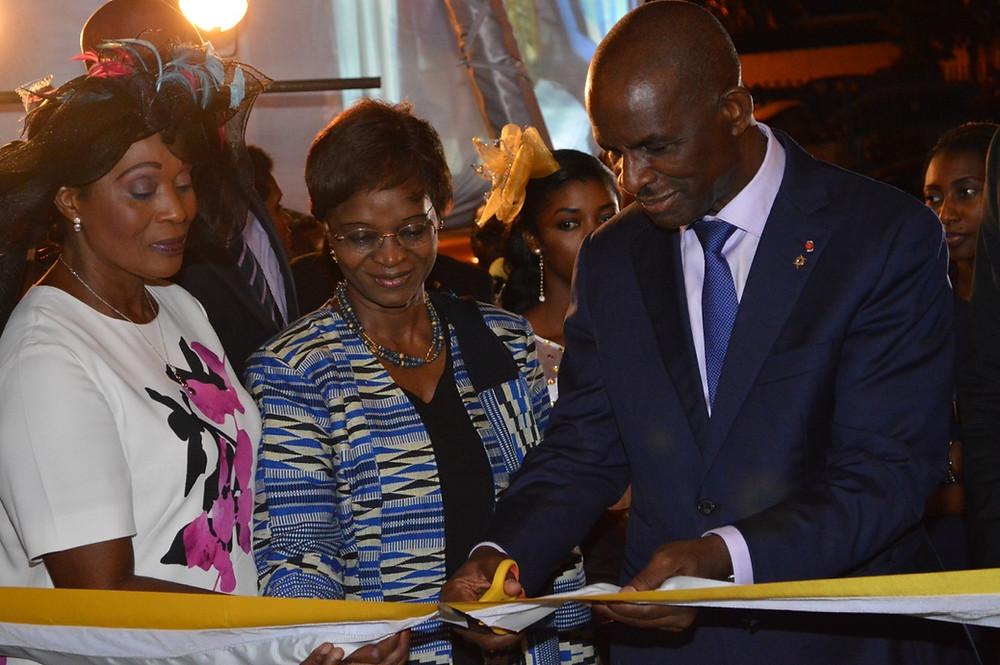 Inauguration et coupure du ruban de Connexion Photography Abidjan par le Président groupe NSIA