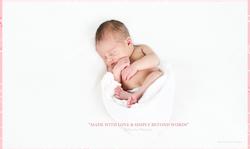 bébé blanc dort sur dos drap blanc
