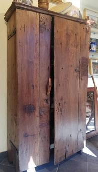 MOBILETTO AD UN'ANTA CON RIPIANI, RUSTICO, SECOLO XVIII, PIEMONTE, CM 90 X 40 - H 155 € 1450
