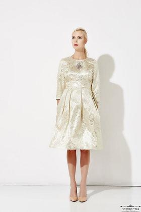 שמלת ברוקרט זהב