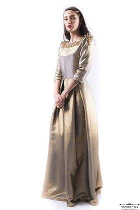 750, קנייה:1800-שמלת זהב עם עיטורי זהב בכתפיים השכרה