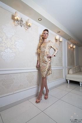 שמלת ברוקרט זהב צמודה
