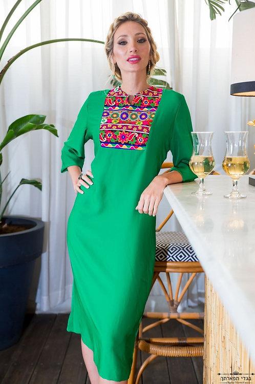 שמלת טורקיז עם צווארון צבעוני הודי