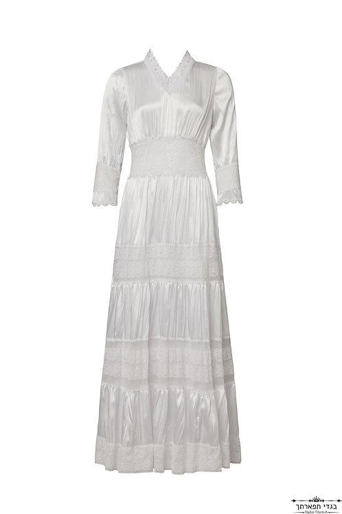 שמלה לבנה עם תחרות
