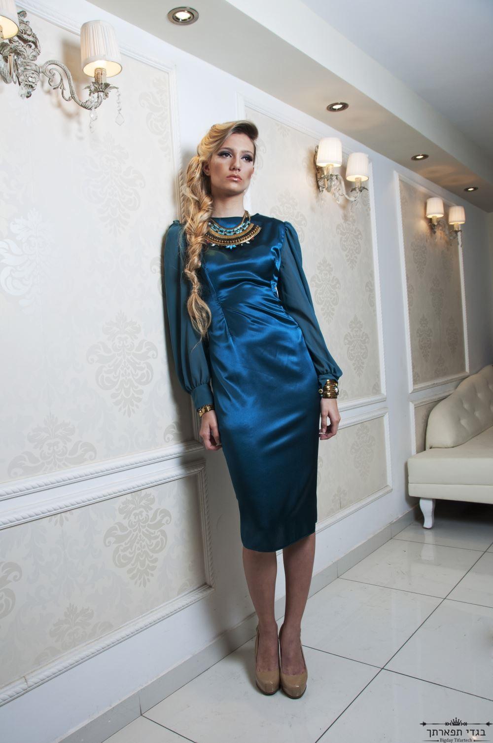 שמלת סאטן