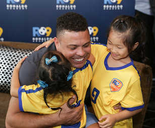 01-An emotional Ronaldo hugs two young students in Hong Kong.jpg