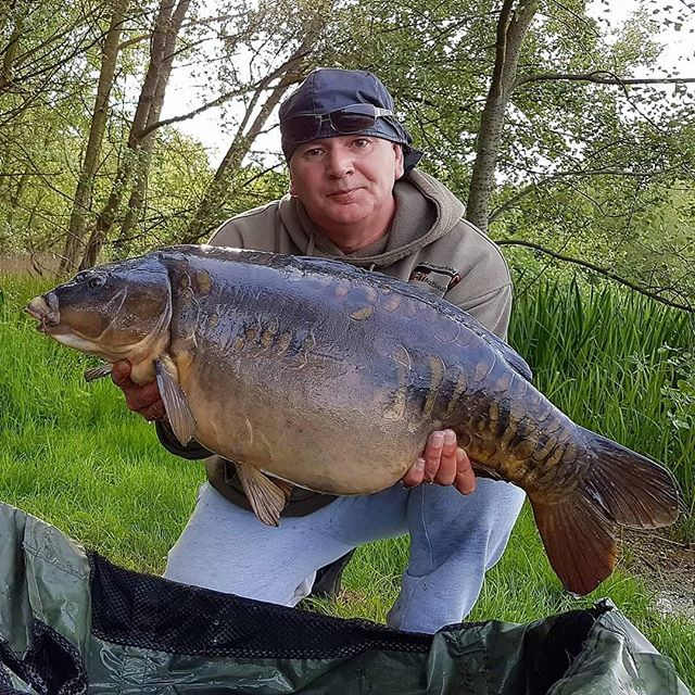 _stevec_carpaholic Steve Cartwright is back on Monks Pit and has only managed to get 1 rod out so fa