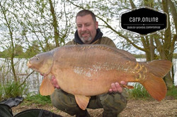A cracking shot of the stunning 29lb mirror taken on our Scorpion Curved size 4 hooks and a _mainlin