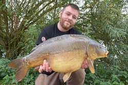 A nice chunky mirror to _carpstu82  caught using our yet to be named super sharp, super strong carp