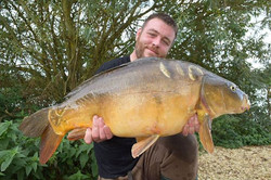 A big chunky 35lb mirror caught last weekend by _carpstu82 whilst testing out our new hooks