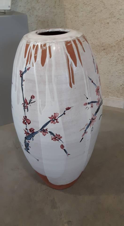 grand pot décor cerisier japonais par Isabelle Daucourt