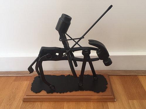 Stoer kunstwerk metaal uit gereedschappen afm: 30x27 cm