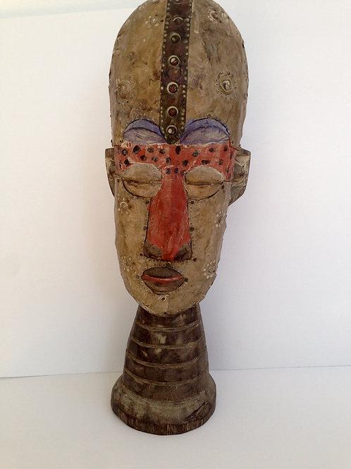 Afrikaans beeld van hoofd met metaal bewerkt