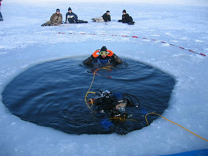 Eistauchen im Waginger See mit der Chiemgau Tauchschule