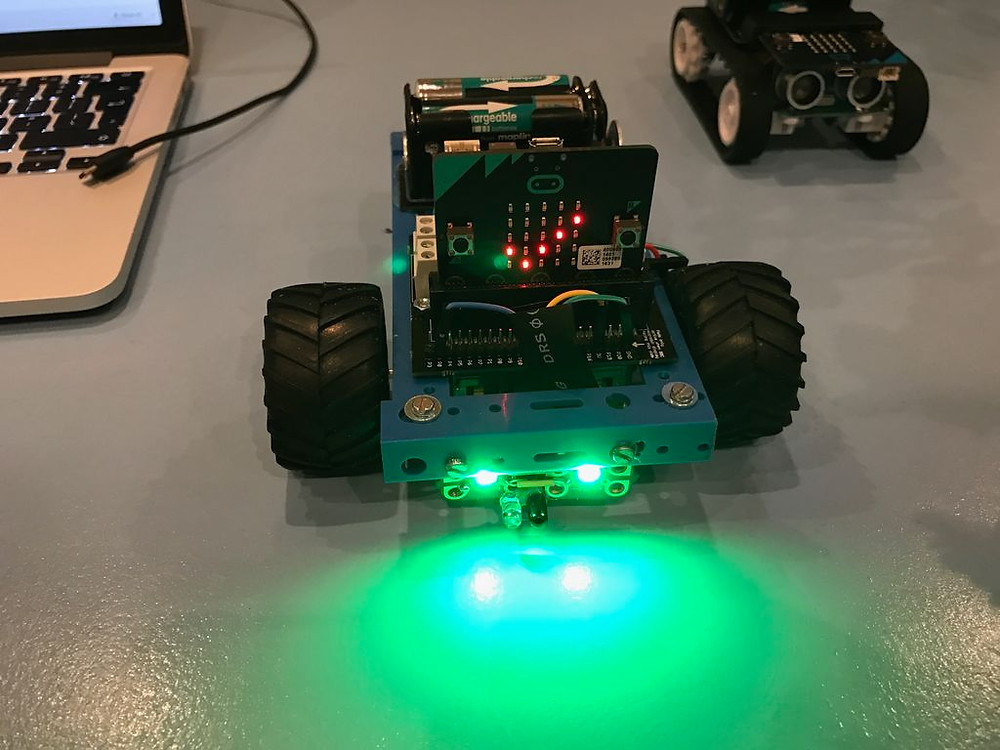 Micro:bit Robot with object avoidance using Kitronik motor controller