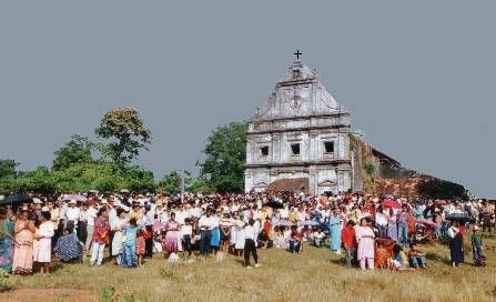The faithful in the early years of the Apparition of Our Lady in Batim, Goa
