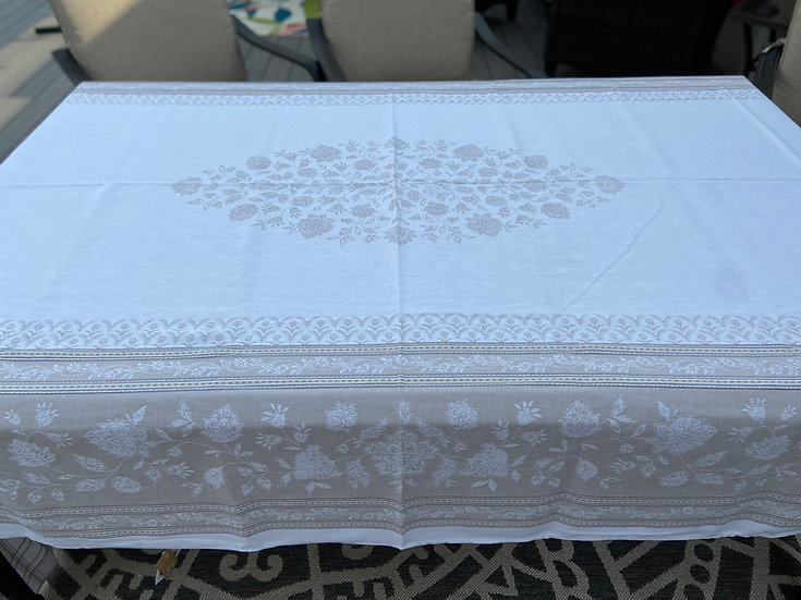 Ramatuelle Jacquard Tablecloth: Natural