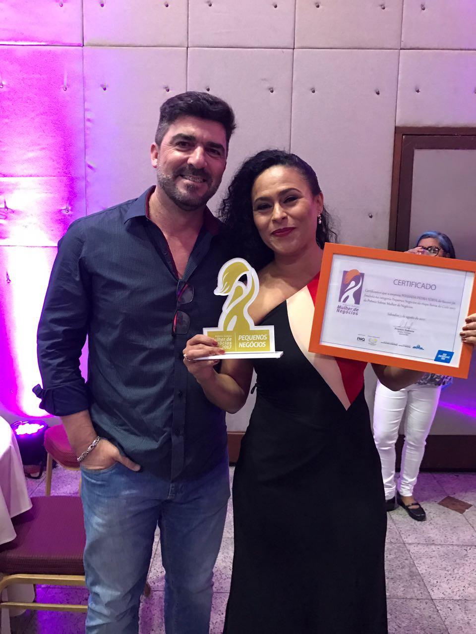 Cida e o seu marido, Paulo , na premiação Mulheres de Negócios.