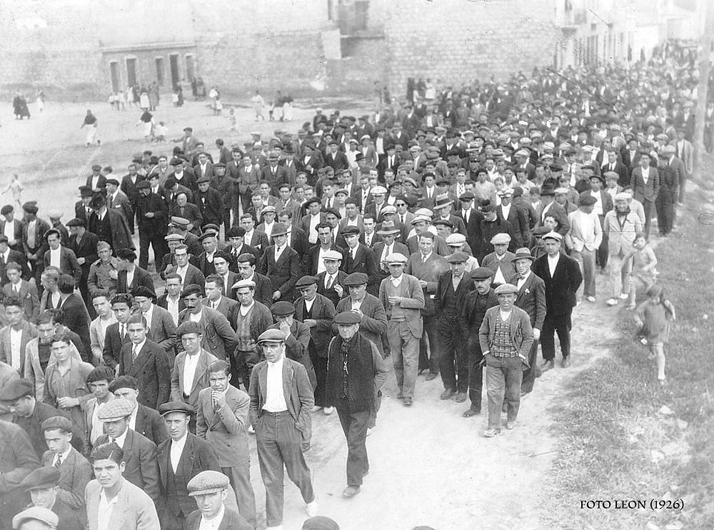Manifestación obrera. Avenida 9 de Octubre, Puerto de Sagunto (1926)