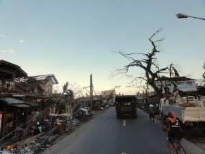 Jesse-Levin-and-Team-Rubicon-Tacloban-city-300x225