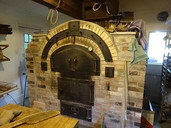 薪でパンを焼く石窯