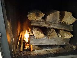 メイスンリーヒーターの薪の入れ方