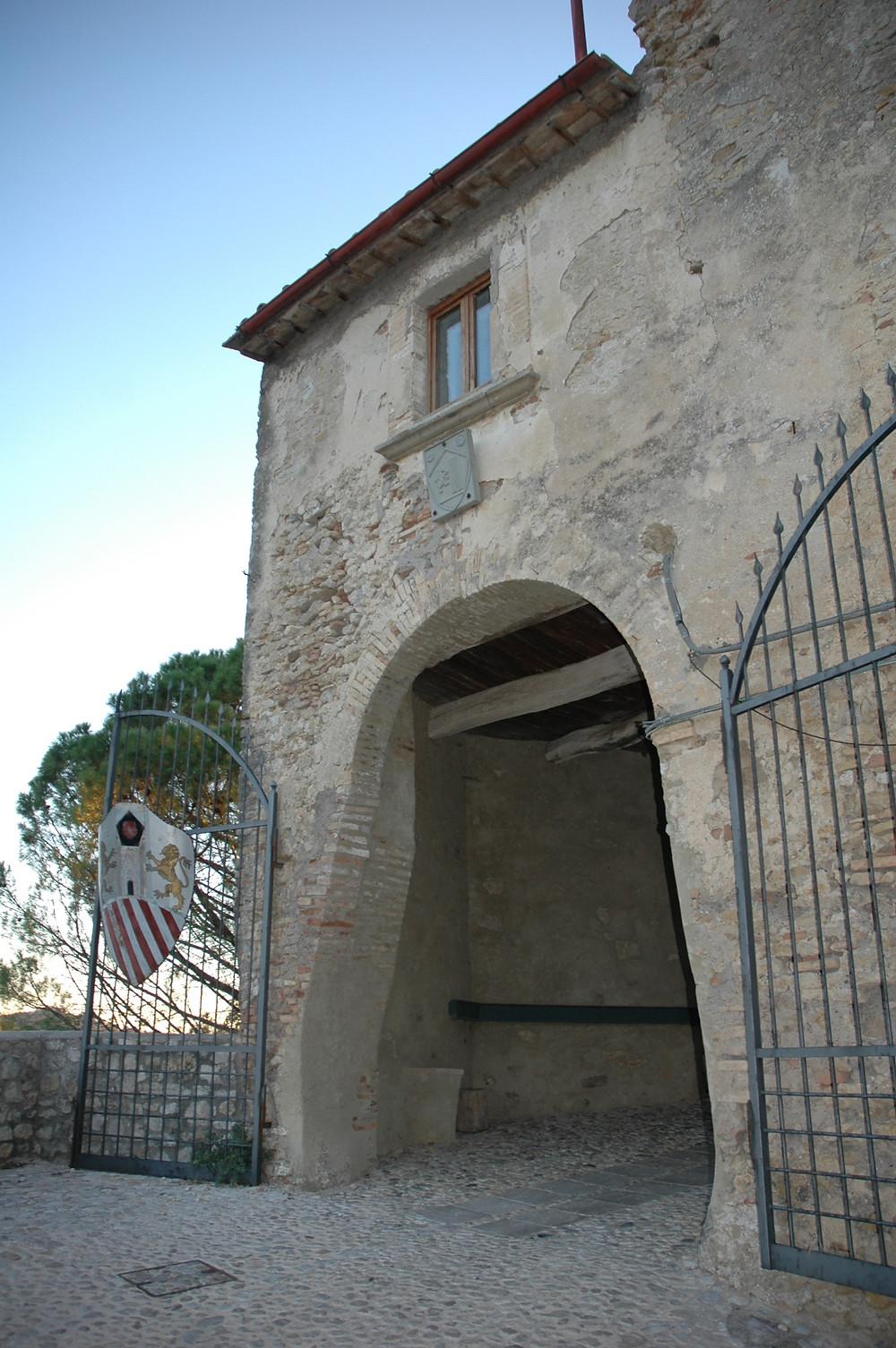 Poort bovenaan het dorp