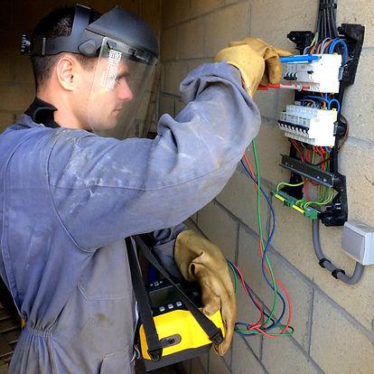 verification installation electrique verificateur accredite cofrac prevention risque