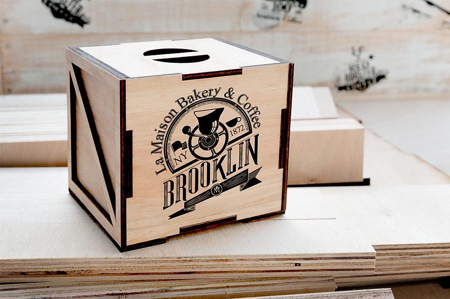 Desenvolvimento de embalagens em madeira para transporte de xícaras com estampas esclusivas. Design gráfico e desenvolvimento do protótipo.