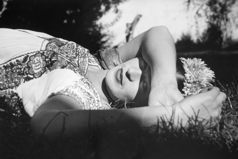 Leo Matiz, Frida posando, Xochimilco, México (1941)