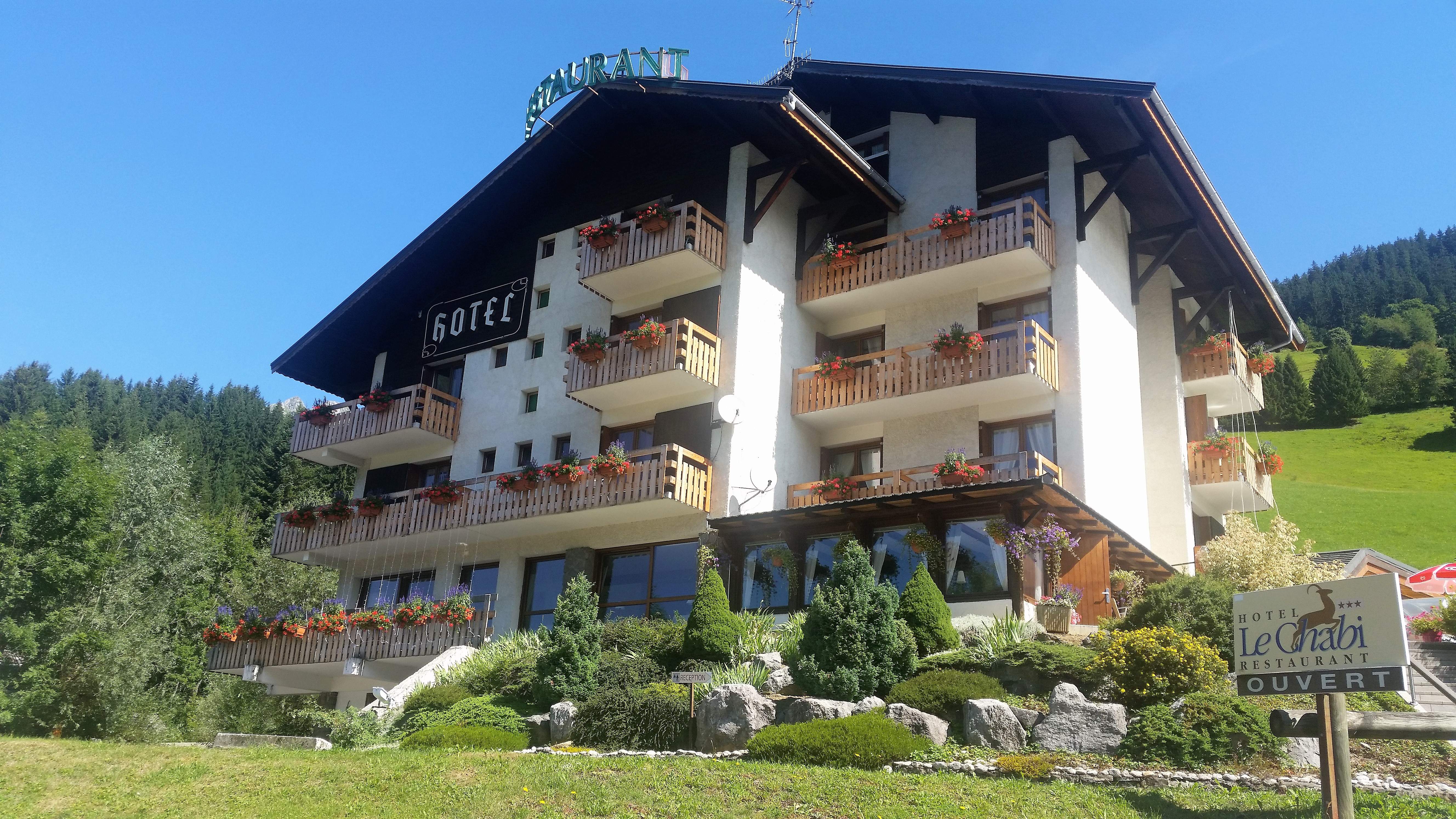 Hotel familial avec vue plein sud sur le val d'abondance