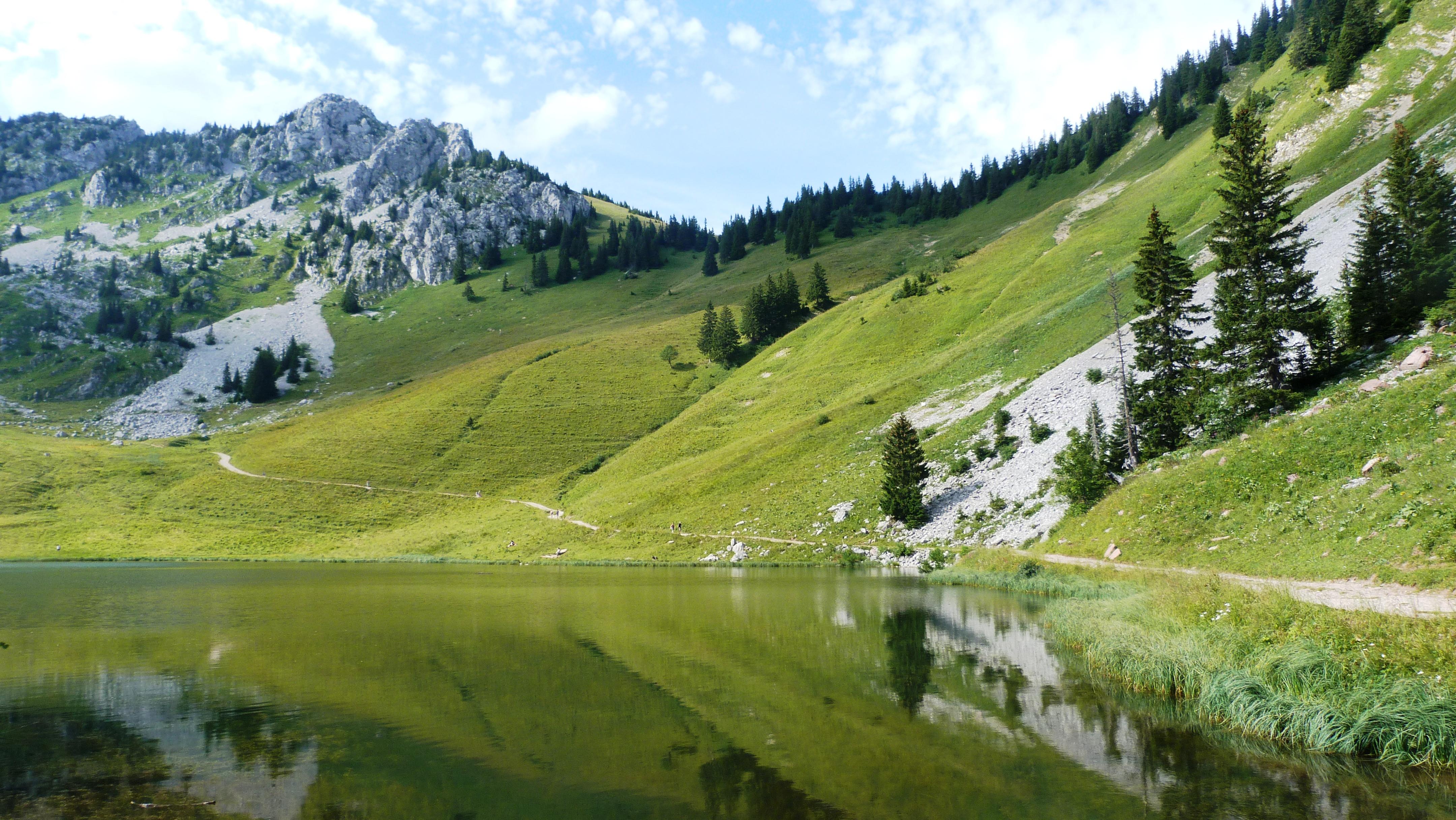 Lac d'Arvoin près de l'hôtel