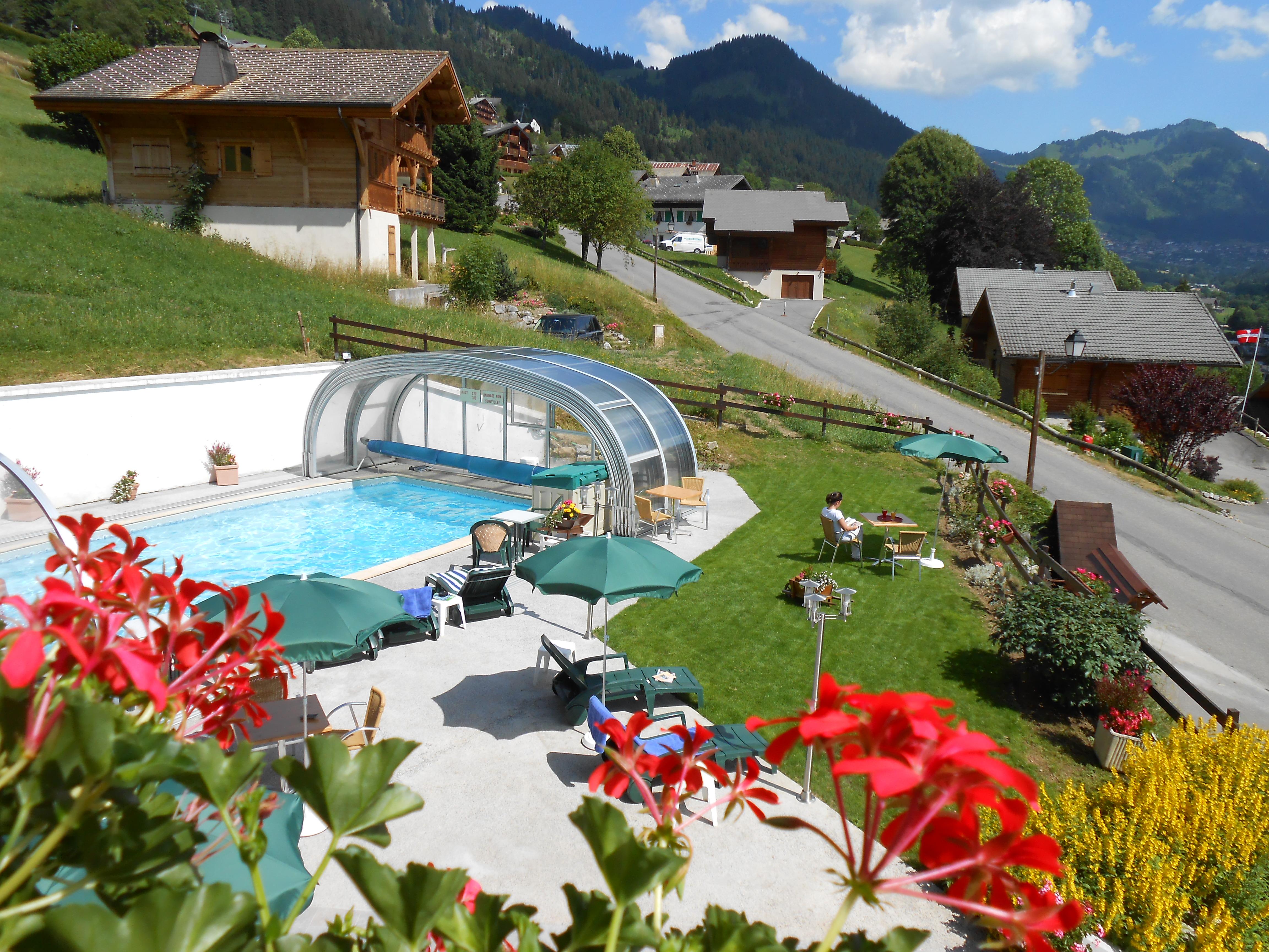 Hotel restaurant avec piscine et espace spa jacuzzi