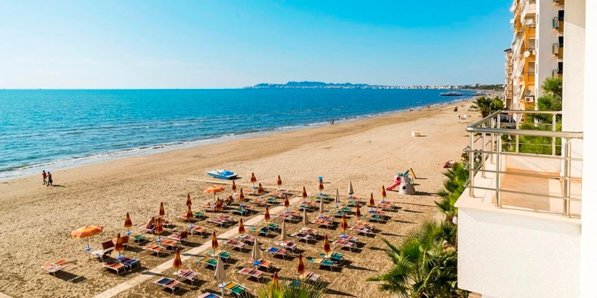 Mali i Robit Beach