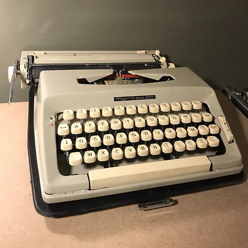 Machine à écrire Maritsa 22