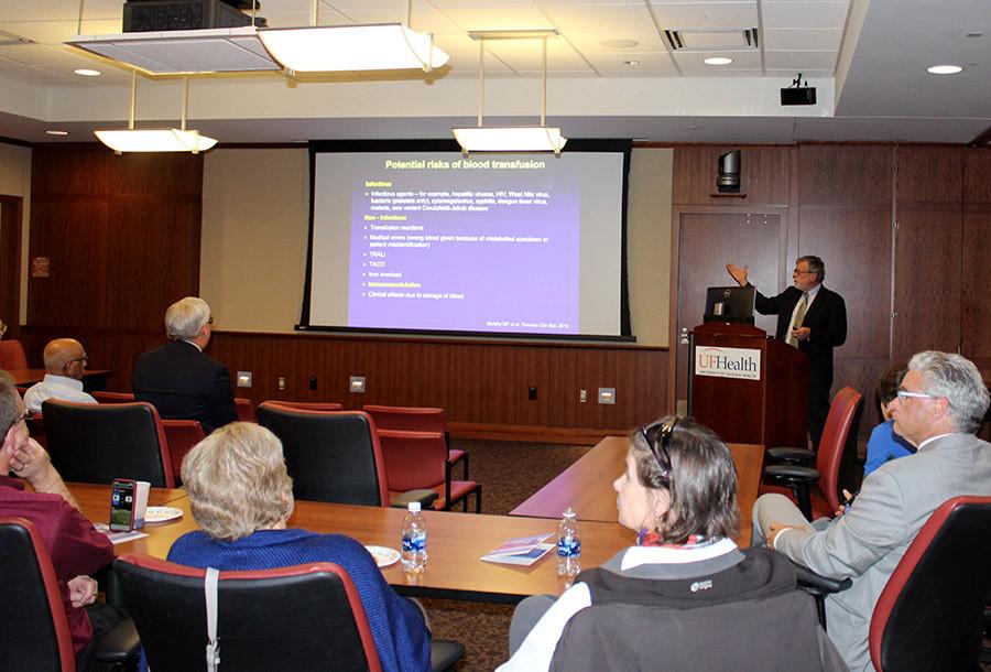 Doctor Weinberg presenting his keynote speech