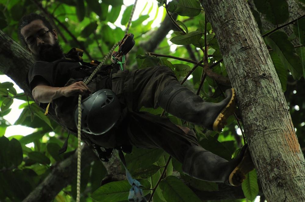 Diego balbuena trepando - Foto Jhonathan Jara.jpg