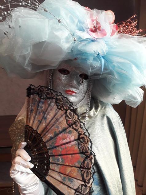 Velencei karneváli jelmezes
