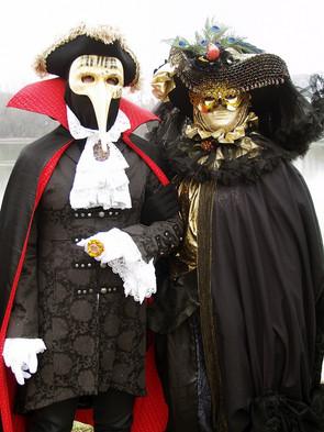 Velencei karneváli jelmezesek