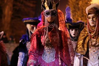 Velencei karnevál jelmezes